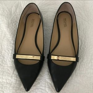 Michael Kors flats. Black with gold hardware ❤️